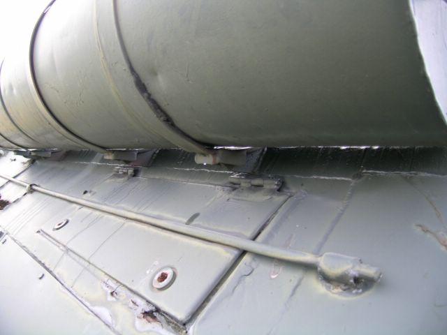 Фрагмент борта танка в районе внешних топливных баков