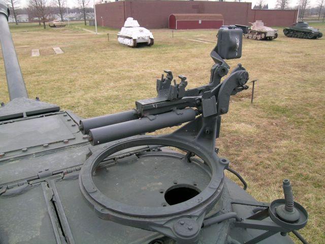 Нештатный антенный ввод и турель зенитного пулемёта со станком