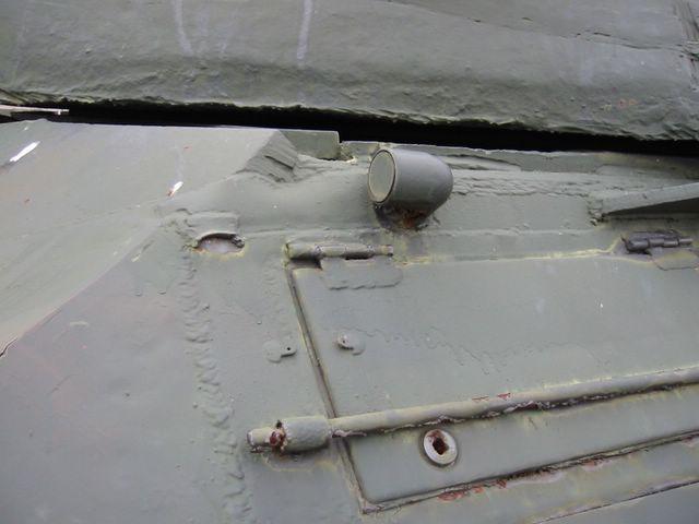 Крышка ящика ЗИП в передней части корпуса