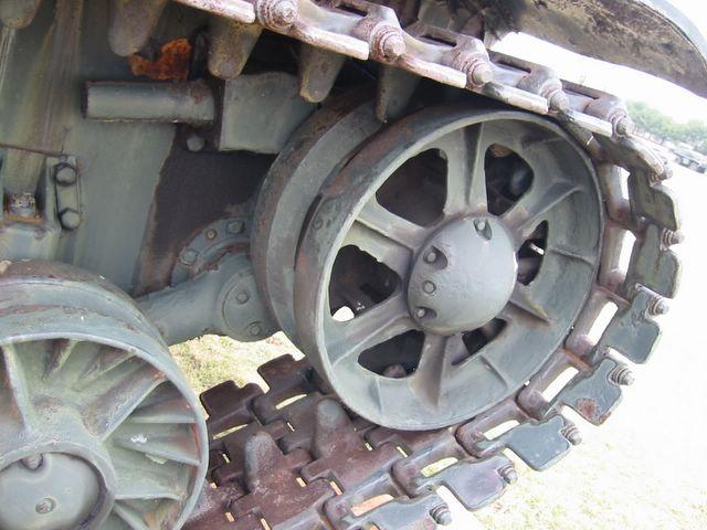 Направляющее колесо и механизм натяжения гусениц