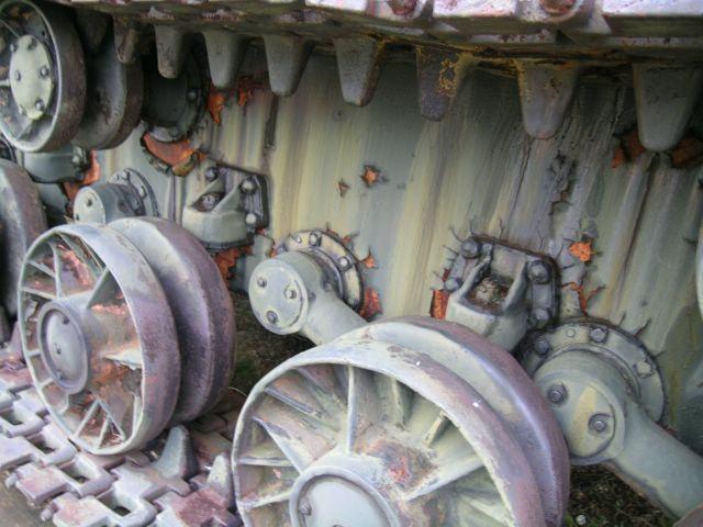 Фрагмент ходовой части танка