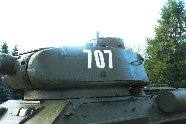 Вид слева на башню танка