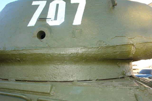 Пистолетный порт и смотровая щель в правом борту башни