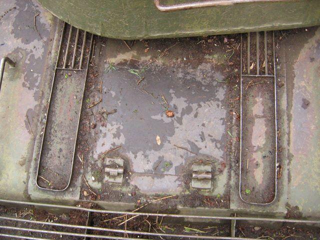 Люк доступа к двигателю и продольные жалюзи воздухопритока