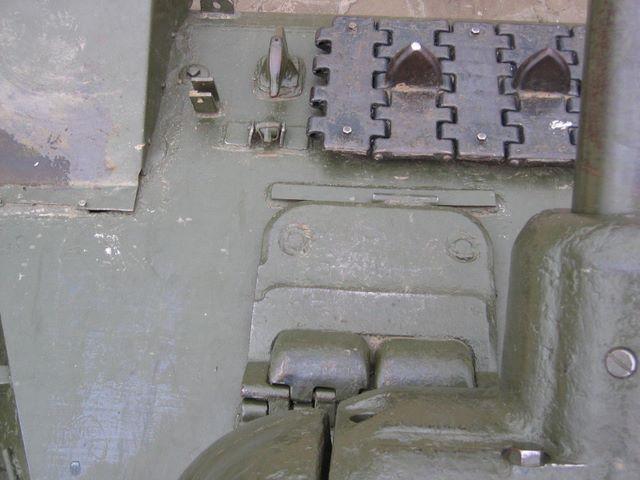 Вид сверху на левую часть лобового листа
