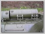 Дополнительный топливный бак установленый на кронштейнах крепления дымовых шашек