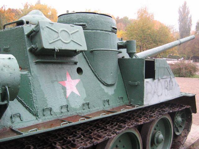 Правый борт броневой рубки крупным планом