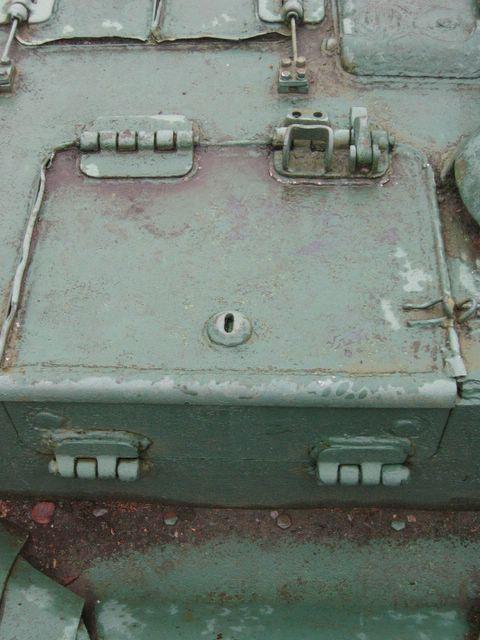 Вид на посадочный люк в крыше рубки и на его откидывающуюся часть в заднем борту