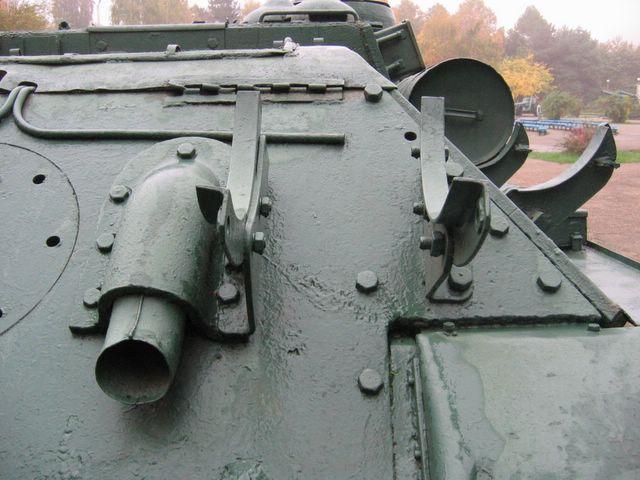 Вид на бронировку патрубка и на кронштейн для бочки