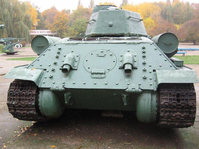 Общий вид на танк сзади