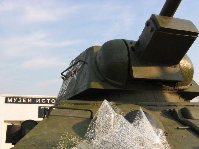 Вид спарава на маску пушки и башню